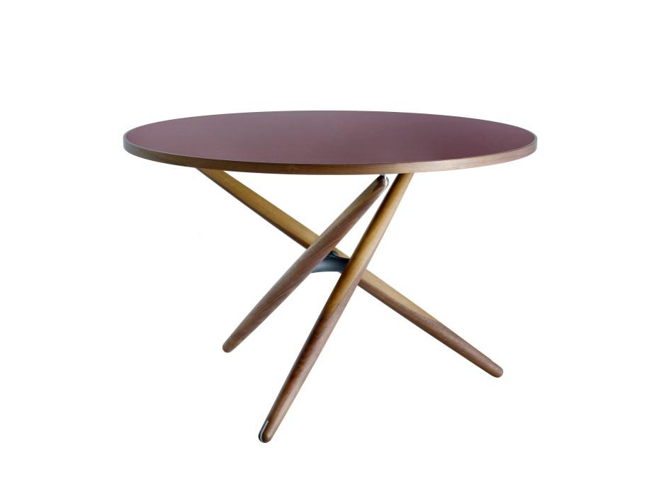 neue re edition von horgenglarus ein tisch w chst ber sich hinaus mode design faz. Black Bedroom Furniture Sets. Home Design Ideas