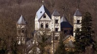 Das Kloster Maria Laach in der Pfalz, auf dessen Grundstück ein Benediktiner die sakralen Reliefs gefunden hatte.