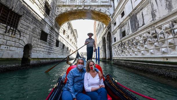 Die ersten Touristen kehren zurück nach Venedig