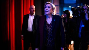 Le Pen will auch aus der Nato austreten