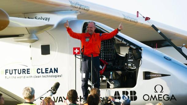 Das erste Solarflugzeug hat den Atlantik überquert