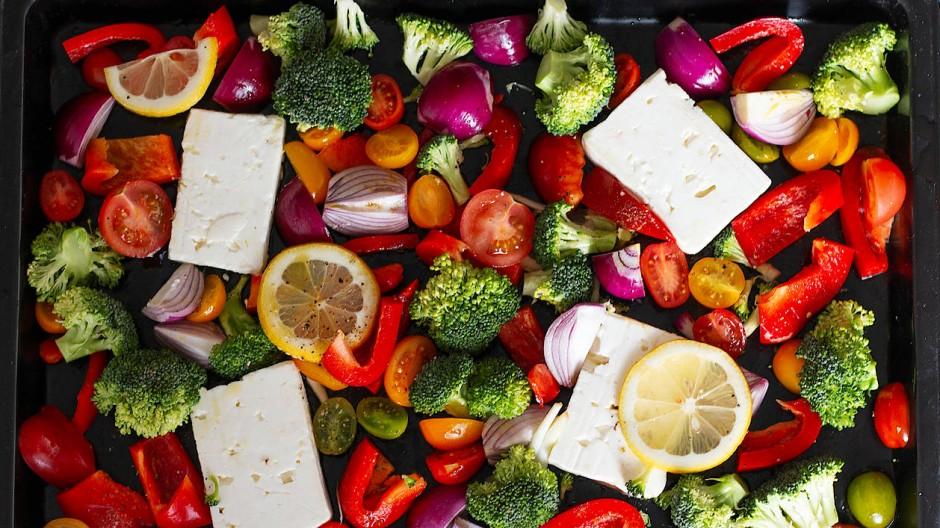 Vegetarisch: Wie wär's mit Feta, statt Hühnchen auf dem Blech?