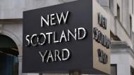 Vom Twitter- und E-Mail-Dienst der Londoner Polizei wurden rätselhafte Botschaften verschickt.