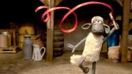 """Seine Fans sitzen in deutschen Wohnzimmern ebenso wie im englischen Königshaus: """"Shaun das Schaf"""", in Deutschland zu sehen im KiKA und im Rahmen der """"Sendung mit der Maus""""."""