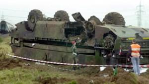 25 Verletzte bei Kollision von Panzerfahrzeug und Zug