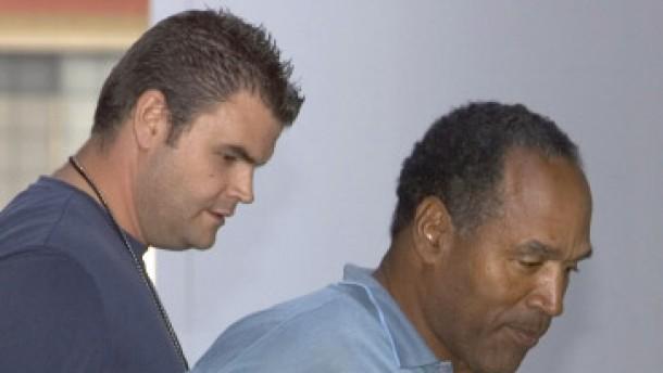 O. J. Simpson des bewaffneten Raubüberfalls beschuldigt
