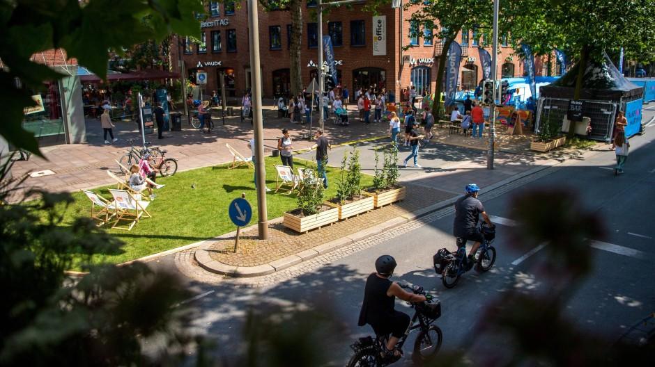 Umbau in Bremen: Die sonst vierspurige Martinistraße in der Innenstadt ist für den Verkehr gesperrt.