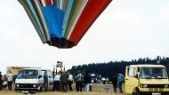 Den Fluchtballon präsentierte Wetzel auf einem Ballonfahrertreffen 1985.