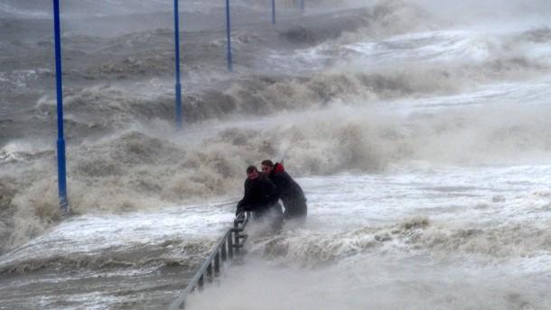 Meteorologen warnen vor Orkan und Sturmflut