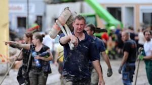 Mehr als eine Milliarde Euro Schaden durch Flutwelle