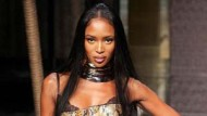 Mailand goes ethno: Naomi Campbell im Python-Mantel von Dolce & Gabbana