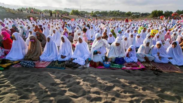 Muslime feiern Ende des Fastenmonats