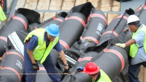 Verzweifelter Kampf gegen die Ölpest