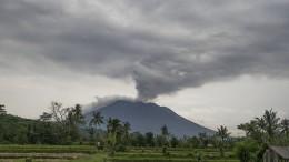Ascheregen auf Bali