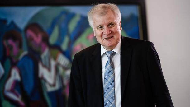 Seehofer will befristete Mitarbeiter im Flüchtlingsamt halten