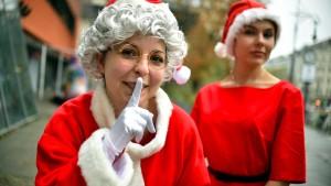 Ab jetzt verteilt auch die Weihnachtsfrau Geschenke