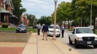 Kurz vor den tödlichen Schüssen: Kajieme Powell steht den Beamten gegenüber - ein Bild aus dem Handyvideo, das ein Zeuge aufnahm.
