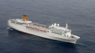 Kreuzfahrtschuff treibt nach Brand auf offener See im Indischen Ozean.