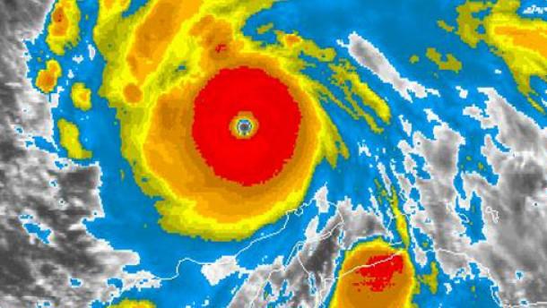 Hurrikan Felix vor Jamaika angekommen