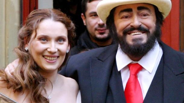 Pavarottis erbe seifenoper statt opera buffa menschen faz for Nicoletta mantovani pavarotti
