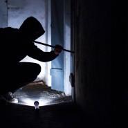 Eine neue Studie zeigt: Einbrecher gehen arbeitsteilig vor und haben kaum Angst vor Entdeckung (Symbolbild).