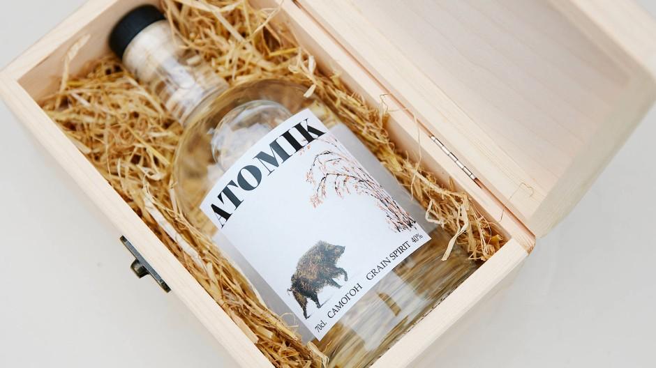 Hipstergeeignetes Label: Die erste Flasche des Atomik-Wodkas