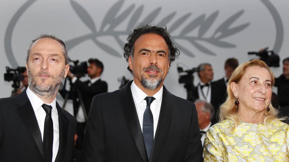 Bereits bei den Filmfestspielen in Cannes war die Nachfrage nach der Installation von Regisseur Inarritu (Mitte, hier mit Kameramann Lubezki und Produzentin Miuccia Prada) groß.