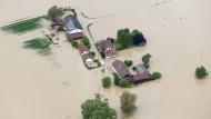 Der Ort Simbach ist zu weiten Teilen in den Fluten untergegangen.