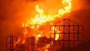 """Das """"Thomas Fire"""" in Kalifornien breitet sich weiter aus"""