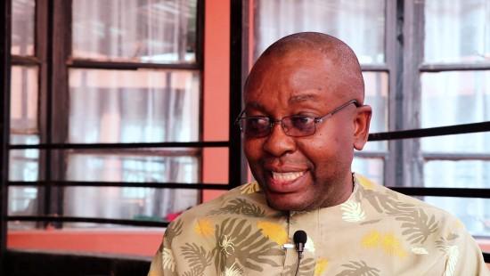 Theophilus Umogbai im Gespräch