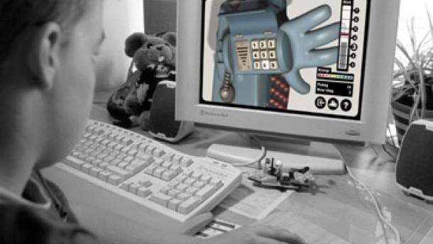 Junge vor PC