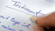Handschriftlich, mit Ort, Datum und Unterschrift: das Berliner Testament.