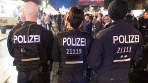 Berliner Feuerwehr mit Schusswaffen bedroht