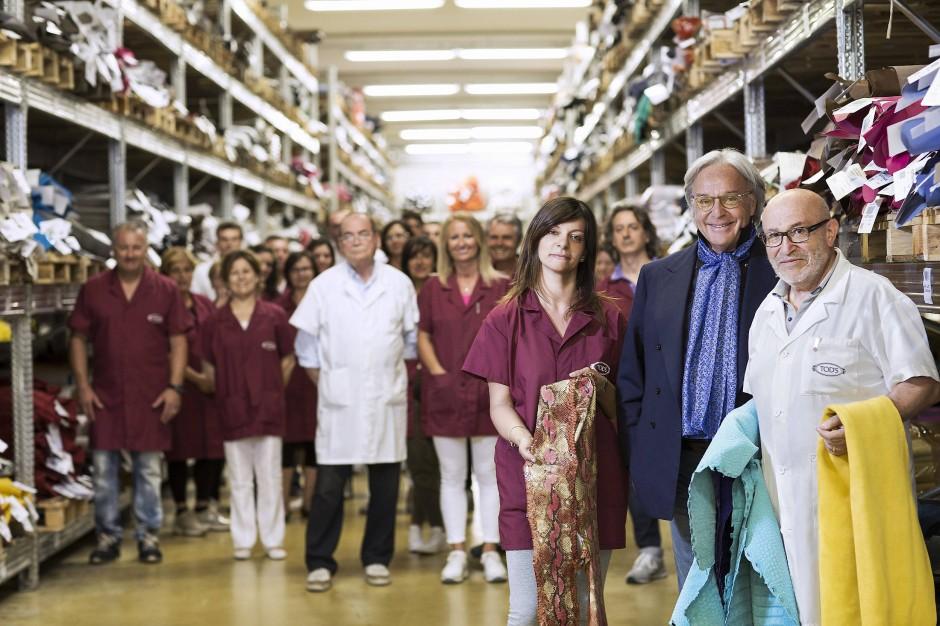 Gruppenfoto: Tod's-Chef Diego Della Valle mit seinen Mitarbeitern