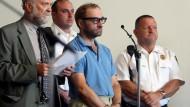 Christian Gerhartsreiter alias Clark Rockefeller mit seinem Anwalt bei einer ersten Anhörung in Boston