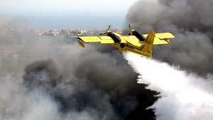 Großbrand zerstört Lagerhallen auf Istanbuler Flughafen