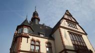 """Das Rathaus in Limburg mit Glockenturm: Bald wird hier wieder das Lied """"Fuchs, du hast die Gans gestohlen"""" erklingen."""