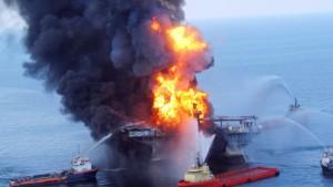 Ölfilm nach Explosion von Ölbohrinsel gesichtet