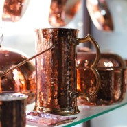Lange Tradition: Kupfergeschirr auf einem Markt in Istanbul