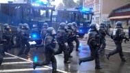 Bei der größten radikal linken Demonstration seit Jahren in Leipzig war es am Samstag zu Ausschreitungen gekommen.
