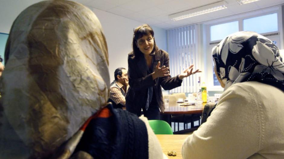Die verstorbene Jugendrichterin Heisig im Gespräch mit Müttern von Migrantenkindern