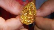 Der gelbe Diamant mit mehr als 100 Karat ist für rund 8 Millionen Euro versteigert worden.
