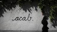 """""""Eine regelrechte Staatsverachtung"""": All cops are bastards – kurz """"acab"""" – lautet die Botschaft an einer Hauswand in Mainz."""