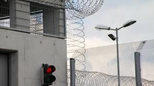 Häftlinge sollen günstiger telefonieren dürfen