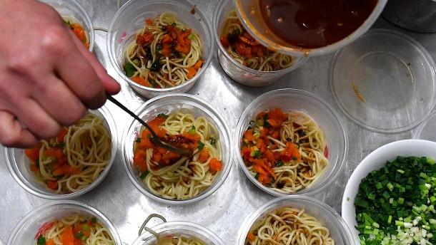Wuhans heißscharfe trockene Nudeln