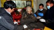 Der Leichnam des Mönchs Fu Hou ist nach drei Jahren in einem Tongefäß kaum verwest.