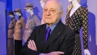 Pierre Bergé, langjähriger Partner von Yves Saint Laurent, im Jahr 2010 bei einer Modeausstellung in Paris