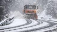 Schnee und Glätte behindern vielerorts den Verkehr