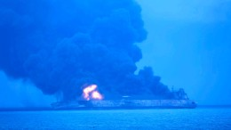 Öltanker brennt immer noch
