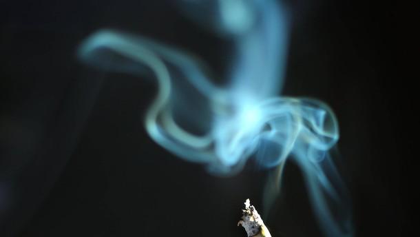 Weltwirtschaft: Rauchen kostet eine Billion Dollar im Jahr